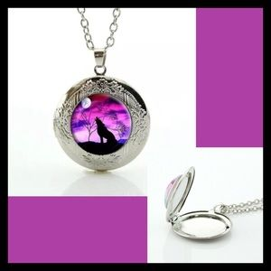 Jewelry - Howling Wolf 🐺 Locket Necklace